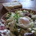 Salade à l'oeuf poché