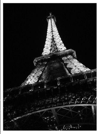 Copie_de_tour_effeil_noir_et_blanc