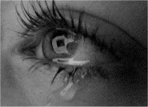 Crying_eye_by_Ilsert