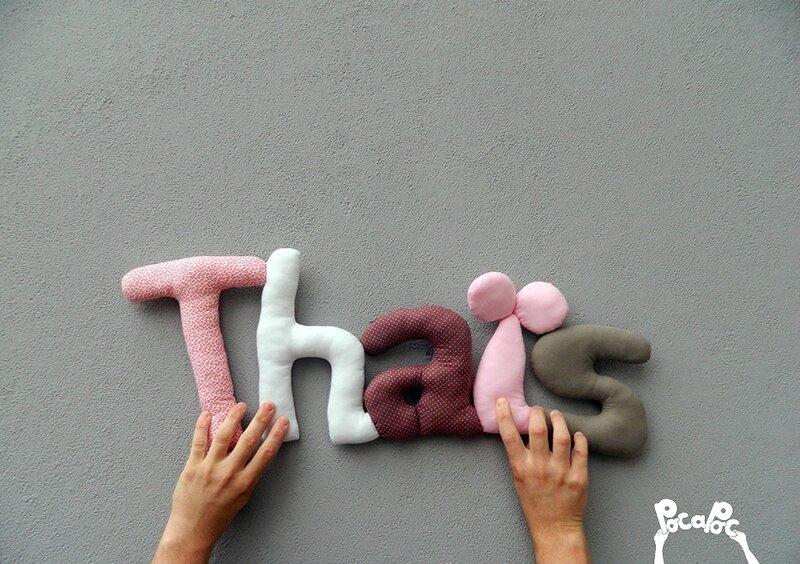 thaïs,mot deco,mot en tissu,mot decoratif,cadeau de naissance,decoration chambre d'enfant,cadeau personnalise,cadeau original,poc a poc blog