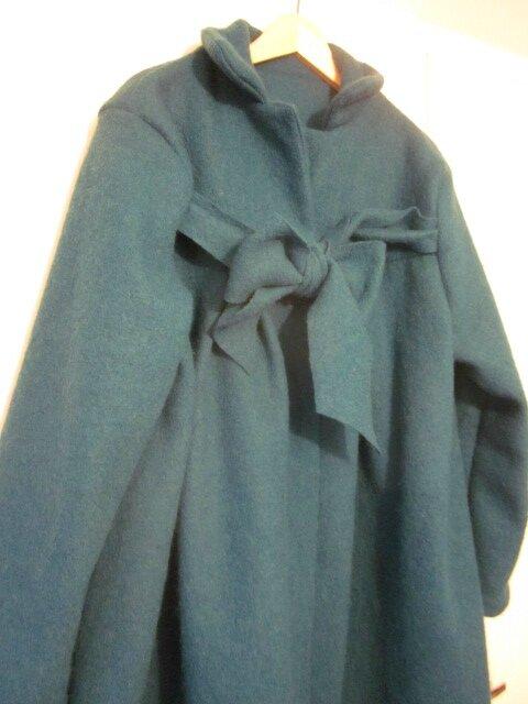 Manteau AGLAE en laine bouillie bleu pétrole fermé par un noeud - taille 56 (4)