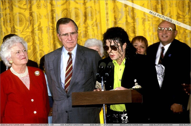 michael_jackson_awards_ligth_may_1992 (1)