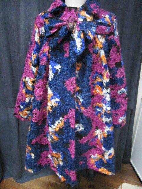 Manteau AGLAE en lainage polyester multicolore sur fond noir (8)
