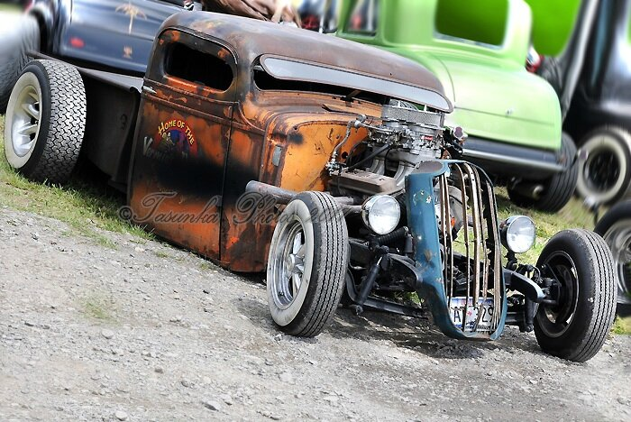 HOT ROD AND CUSTOM - The First European Show in Chimay (Belgium - 2012)