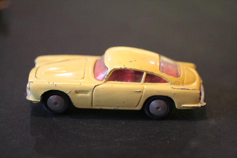 218_Aston Martin DB4_01