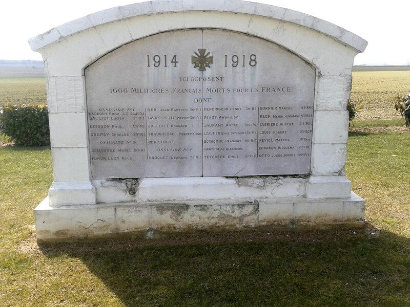 nécropole Dompierre, ossuaire (1)