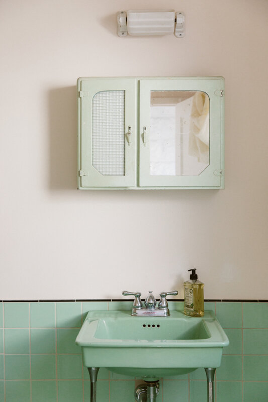 rudy-jude-shop-la-bathroom-1466x2199