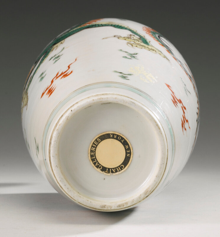 A famille-verte 'Dragon' vase, Qing dynasty, Kangxi period (1662-1722)4