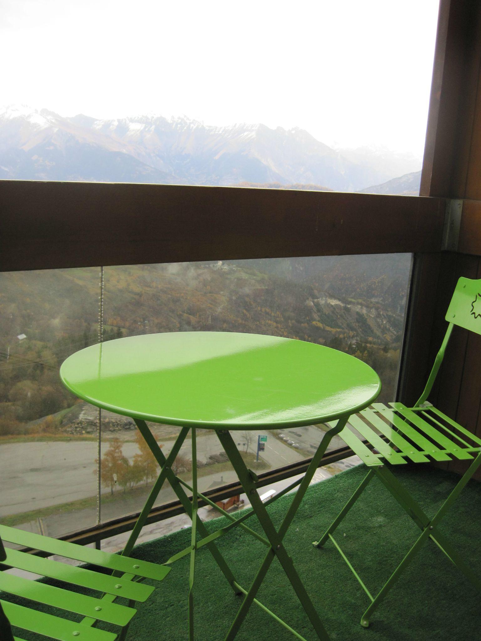 Mobilier de jardin sur le balcon