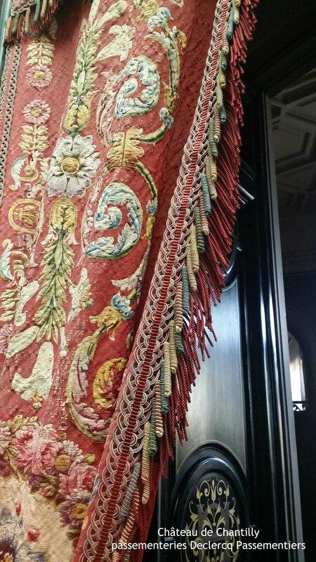 château de Chantilly - Galerie de peinture - frange à torsades et crête giroline en soie