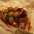 Papillote de pintade au miel, pain d'épices et raisin