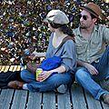 Amoureux, chapeaux, Pont des Arts_2314