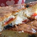 Cake poivron, fêta & olives noires