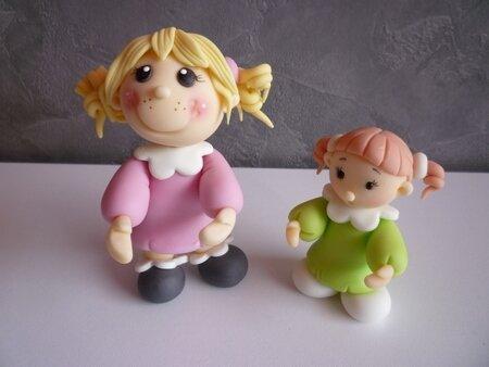deux fillettes debout