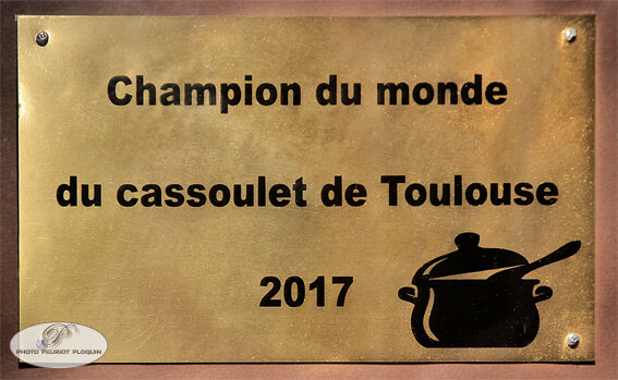Restaurant_EMILE_pancarte_champion_du_monde_du_Cassoulet_de_Toulouse