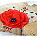 Peigne à cheveux fleur rouge et noir mariage accessoire de mariée