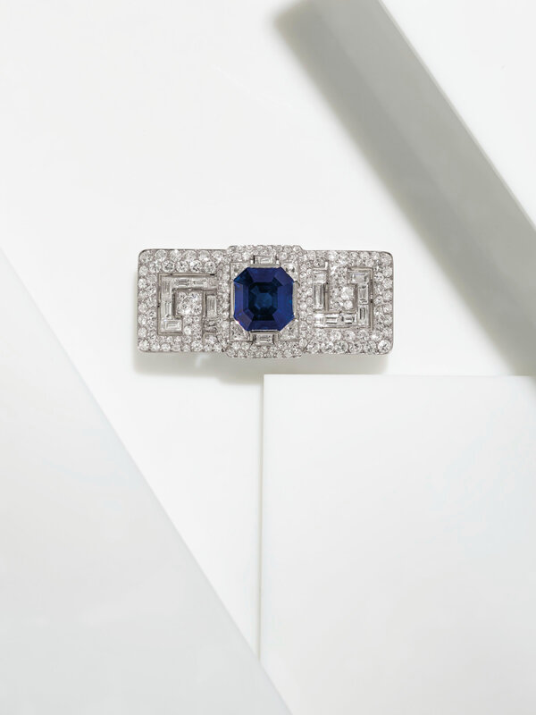 2020_NYR_18991_0168_003(a_superb_art_deco_sapphire_and_diamond_brooch_cartier083813)