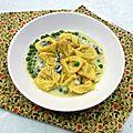 Raviolis, crème d'asperges et petits pois au roquefort