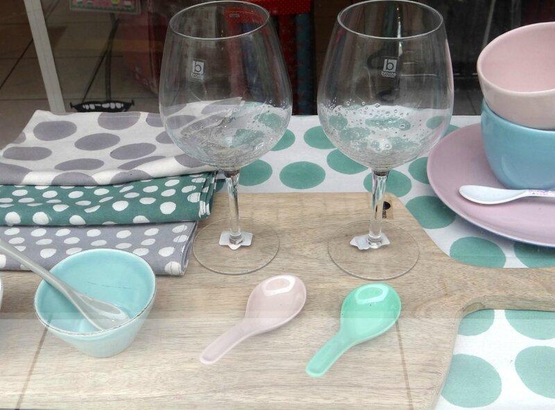 2014 11 vitrine 1er frimas détails vaisselle