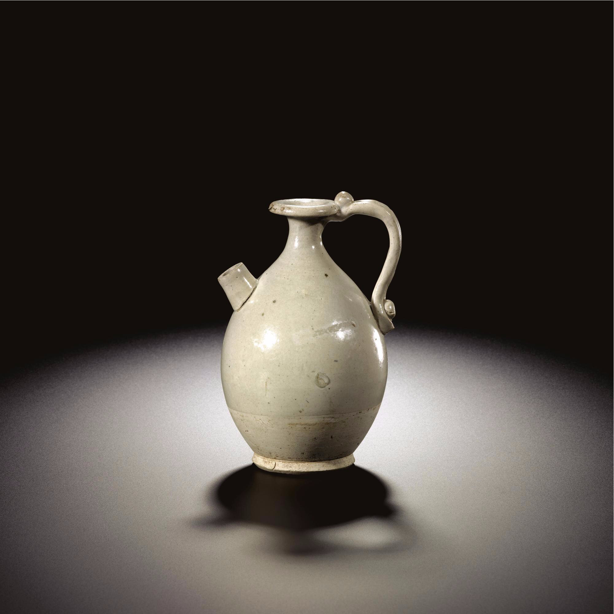 A white-glazed ewer, Tang dynasty