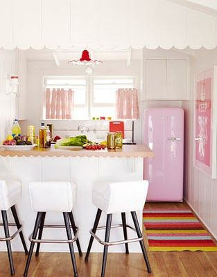guest_suite_kitchen_pink_smeg_fridge_from_sears_1___ohmigoshblog