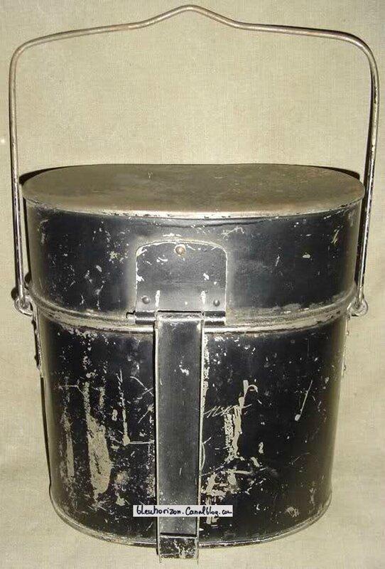 modèle ersatz probablement de 1915 en tôle étamée peinte en noir, réalisée par pliage