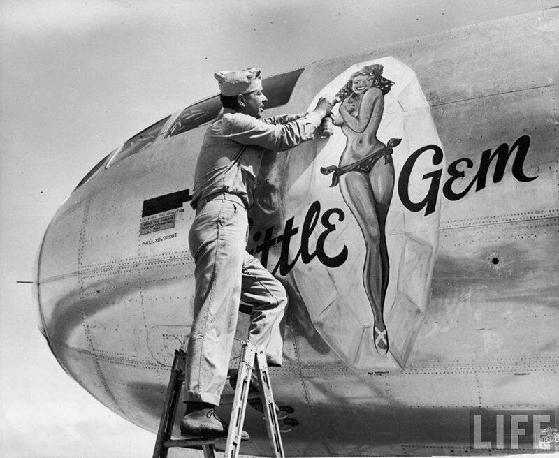 Pin-up-avion-little-Gem