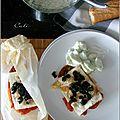 Papillotes de feta aux tomates & salade de concombre