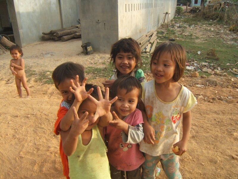 Les enfants d'un village aux environs de Kon Tum