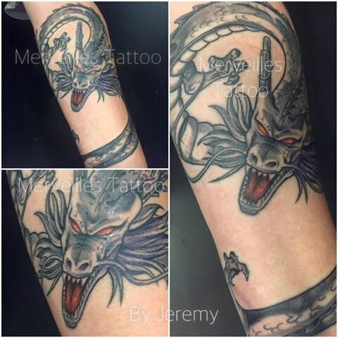 dragon, yeux rouges, tattoo bras