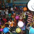A LA MATERNELLE DISTRIBUTION DE DOUDOU ET BALLONS MAC DO!!!