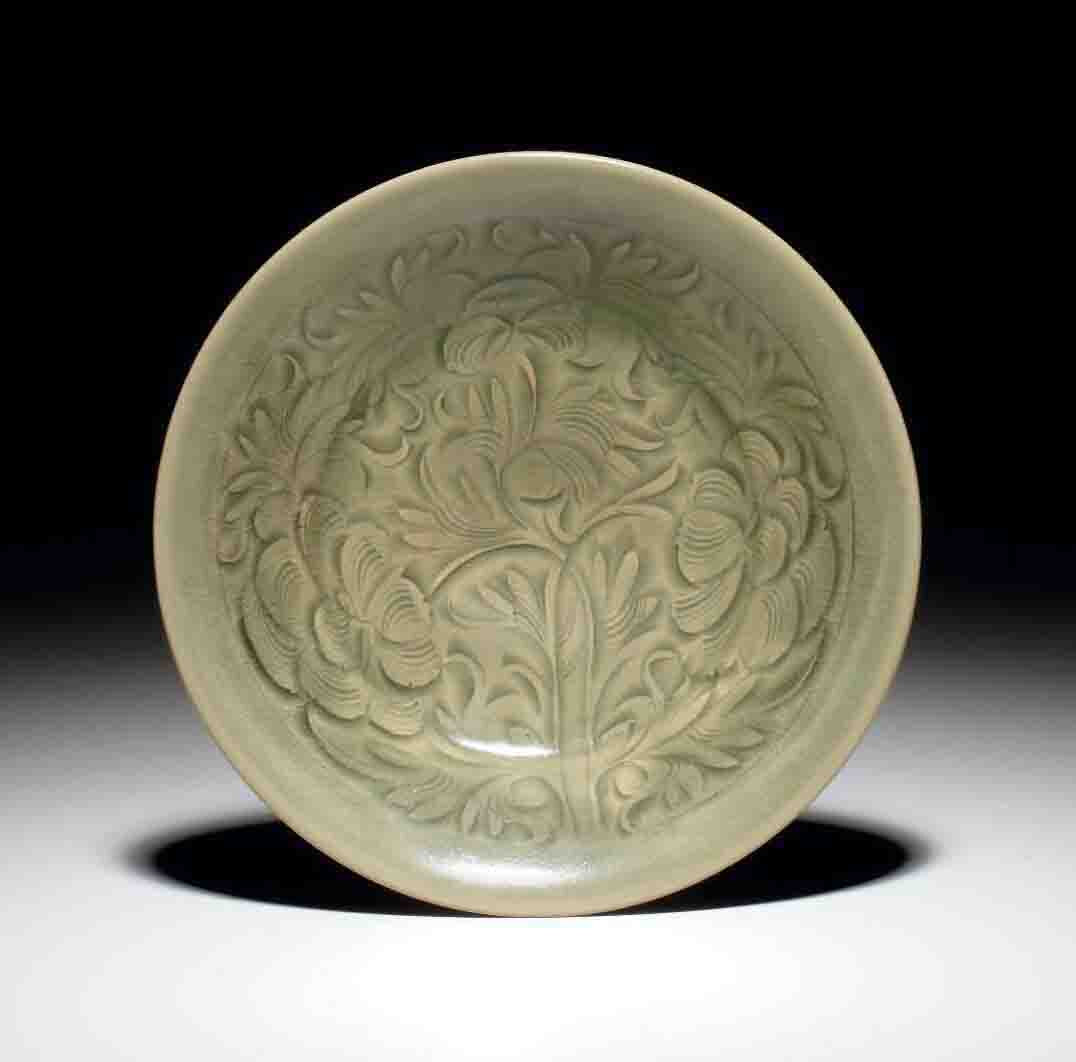 A well-carved Yaozhou celadon carved bowl, Northern Song-Jin dynasty, 11th-12th century