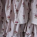 Robe champêtre en lin blanc et coton fleuri rose (4)