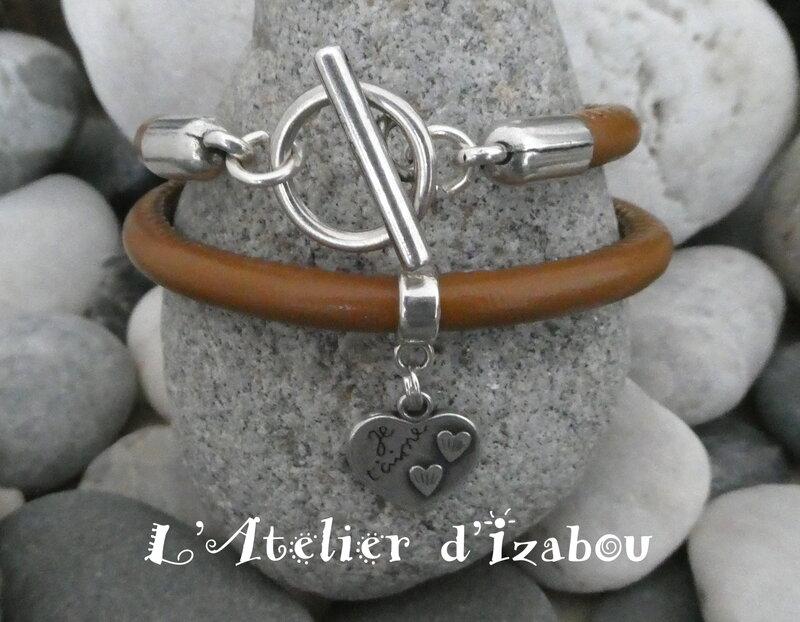 P1030027_Bracelet_Je_t_aime_double_tour_cuir_rond_marron_et_fermoir_toggle_rond__breloque_coeur_grav_