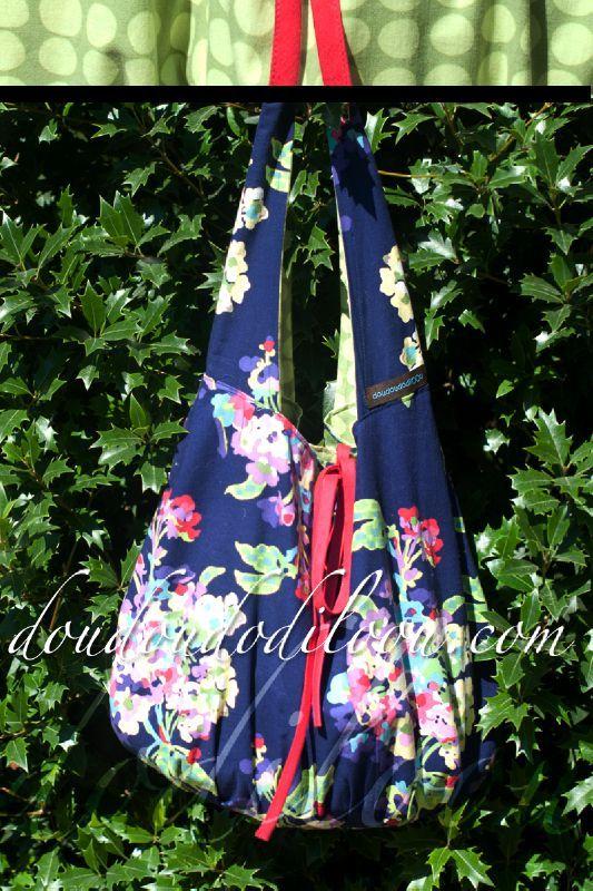 doudoudodiloou_sac_et_pochette_besace_reversible_toute_ronde-amy-butler-love-fleurs