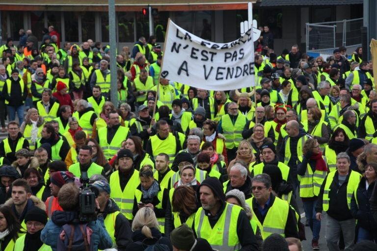 Pour-lacte-VII-les-gilets-jaunes-ont-mobilisé-plus-de-1000-personnes-samedi-29-décembre-dans-les-rue-de-Caen