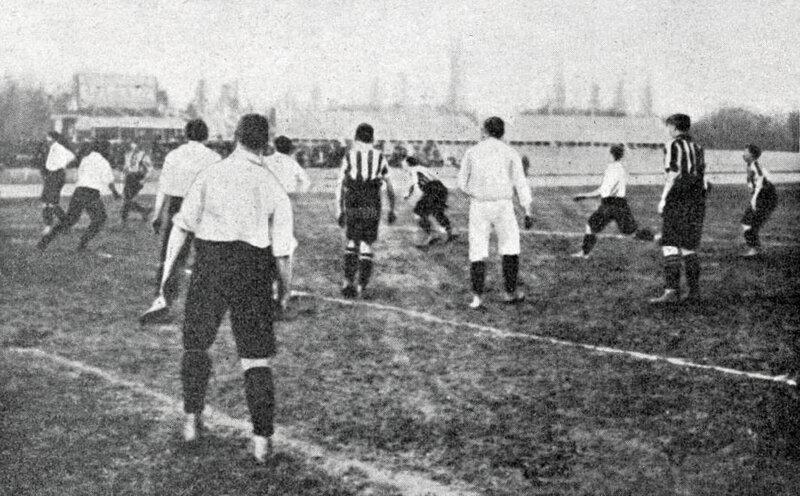 Southampton_FC_(professionnels,_rayés)_-_France_(amateurs,_blancs),_1-6_au_Parc_des_Princes,_le_13_mars_1904