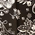fleurs blanc sur noir