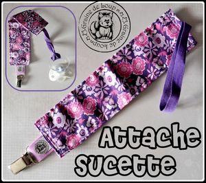 attache sucette fleurs mauves
