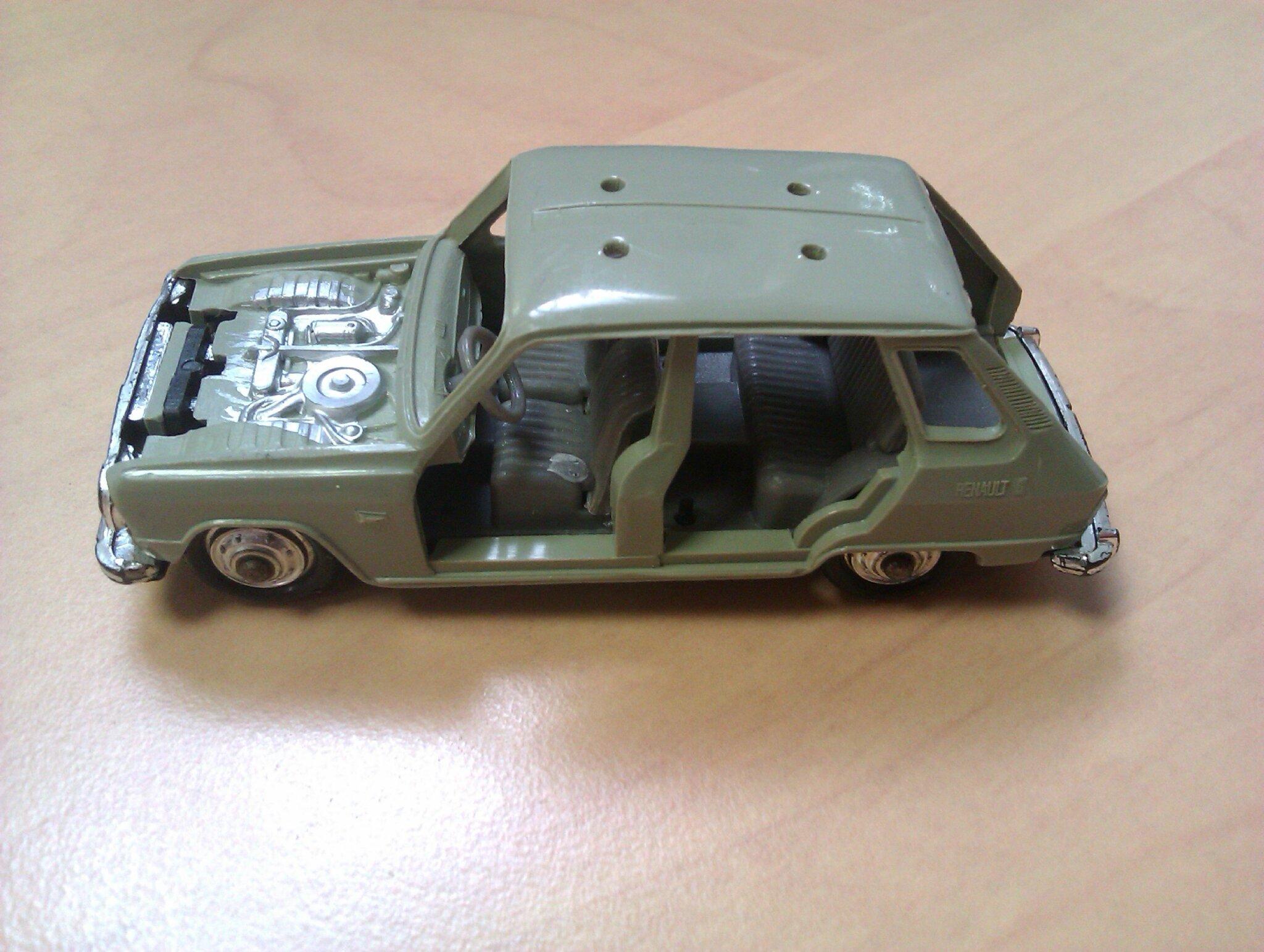 162_Renault R6_03