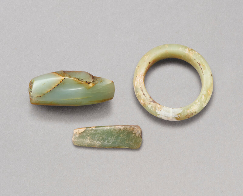 2020_HGK_18243_0226_000(two_small_celadon_axes_and_a_yellow_jade_bangle_two_jade_axes_liangzhu124404)