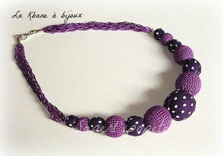 collier violet à pois blancs2