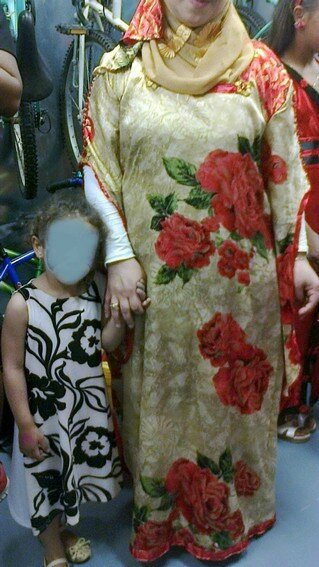 Les belles robes de Samira et de sa fille