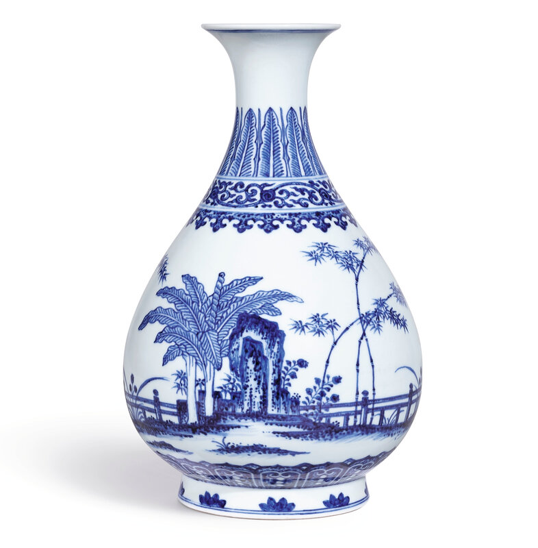 A fine and rare blue and white vase, yuhuchunping, seal mark and period of Qianlong (1736-1795)