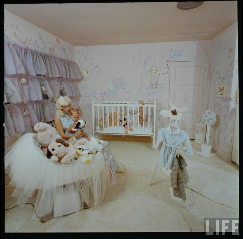 jayne_pink_palace-inside-childroom-by_allan_grant-1
