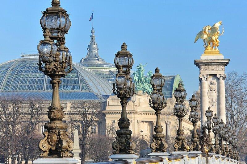 Grand_Palais_depuis_le_pont_Alexandre_III_à_Paris