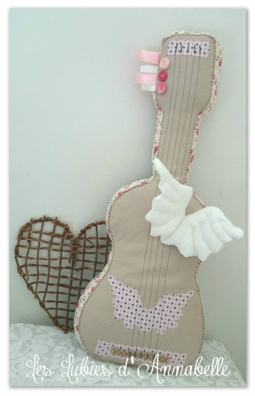 jeux-coussin-guitare-style-shabby-en-lin-11410959-guitare-style-sabby-f7178_570x0