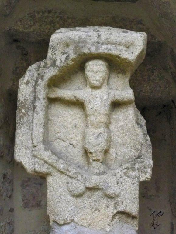 34_église St étienne Aumont Aubrac_croix mur exterieur