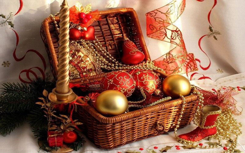 basket-of-christmas-decorations-background-74138