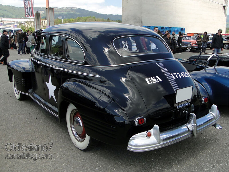 Pontiac Deluxe Torpedo Eight 4door sedan-1941-02